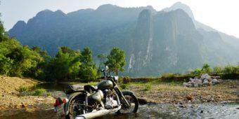 moto laos rivière